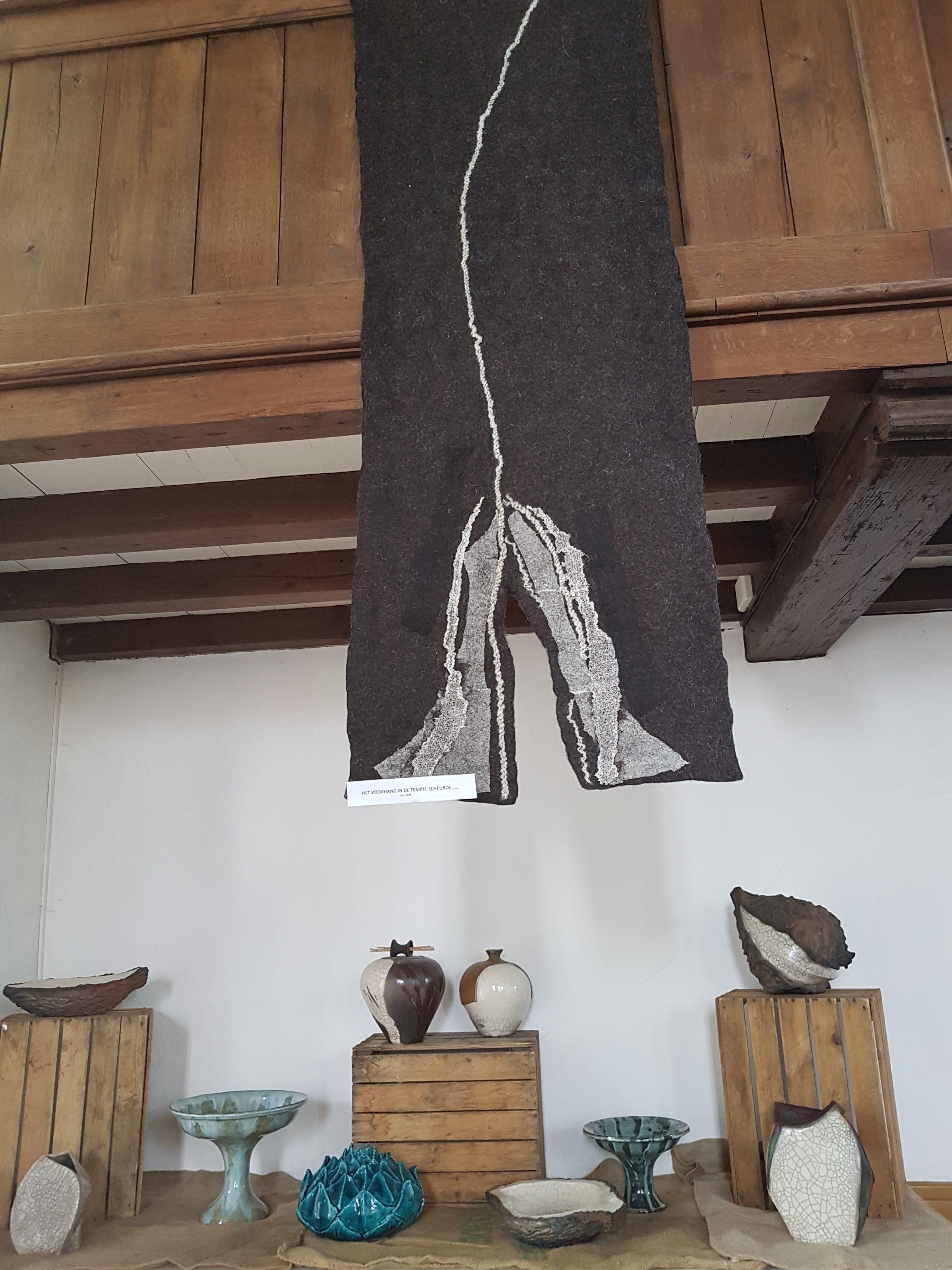 Corrie Balk-Sijp Viltkleed \'Het voorhang van de tempel scheurde\'